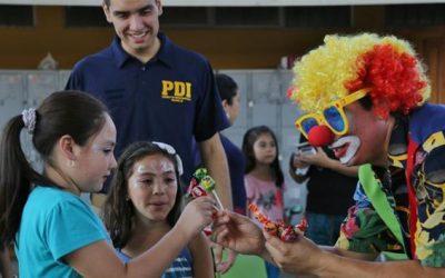 PDI Curicó llevó alegría a niños de albergue del Liceo de Hualañé